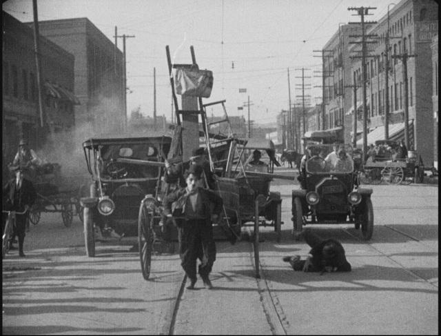 Charlie Chaplin in Work (1915).